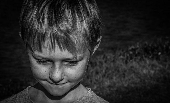 Cómo tratar los problemas de ansiedad social en niños