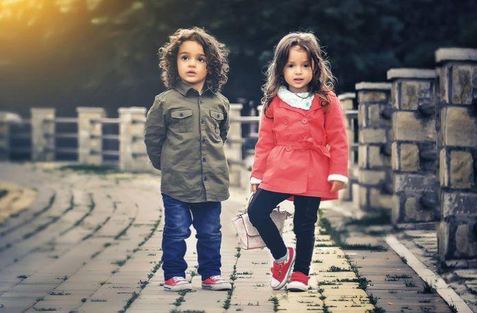 Cómo ayudar a un niño a relacionarse con los demás de forma saludable