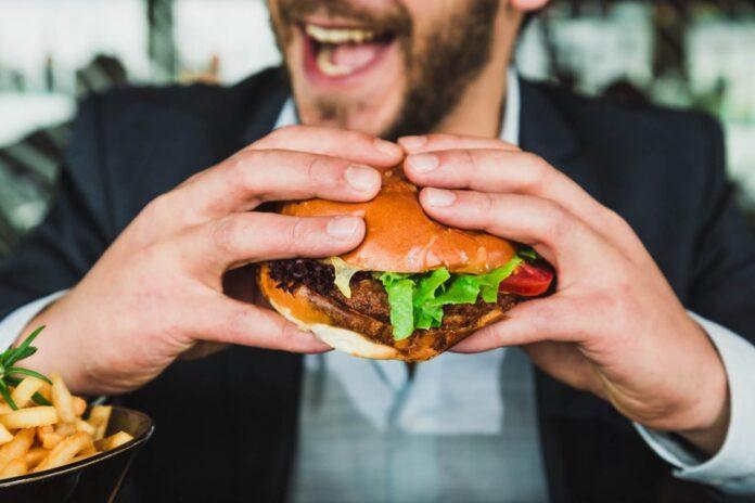 ¿Cómo evitar la ansiedad por comer a deshoras?